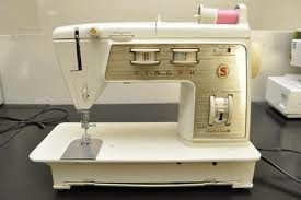 Did a quick search of 1970's sewing machines and look - it's mine!